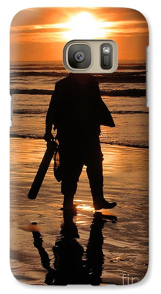 Galaxy Case featuring the painting Razor Clam Hunter by Larry Keahey