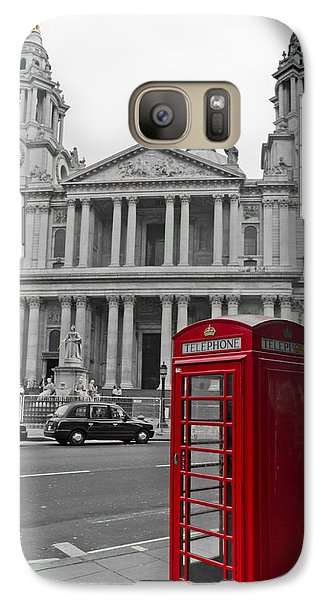 Red Telephone Boxes In London Galaxy S7 Case by Gary Eason