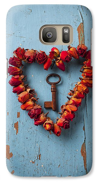 Flowers Galaxy S7 Case - Small Rose Heart Wreath With Key by Garry Gay