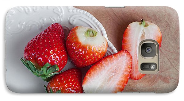 Strawberries From Above Galaxy S7 Case
