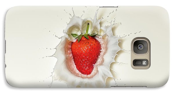 Fruits Galaxy S7 Case - Strawberry Splash In Milk by Johan Swanepoel