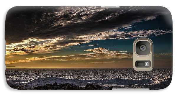 Sun Peeks Through Galaxy S7 Case