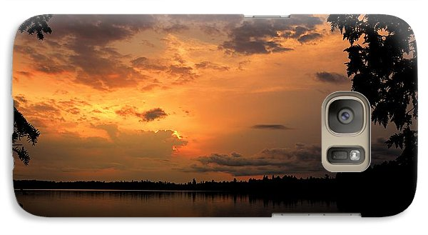Galaxy Case featuring the photograph Sunset On Thomas Lake by Larry Ricker