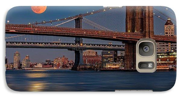 Super Moon Over Manhattan And Brooklyn Bridges Nyc Galaxy Case by Susan Candelario