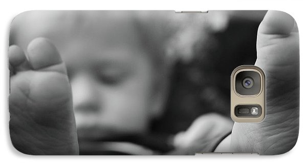 Galaxy Case featuring the photograph Tiny Feet by Robert Meanor