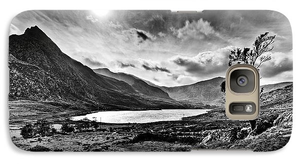 Galaxy Case featuring the photograph Tryfan And Llyn Ogwen by Beverly Cash