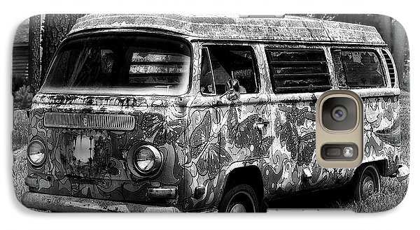 Galaxy S7 Case featuring the photograph Volkswagen Microbus Nostalgia In Black And White by Bill Swartwout Fine Art Photography