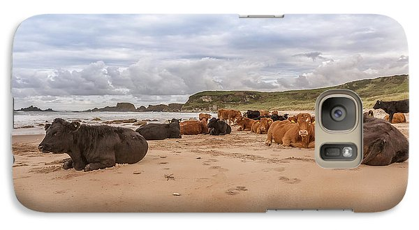 Galaxy Case featuring the photograph We Moo Like To Be Beside The Seaside by Roy McPeak