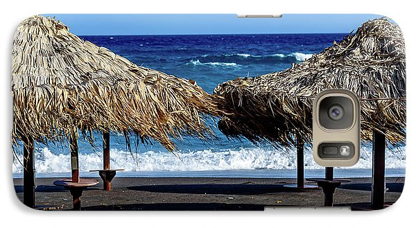 Wood Thatch Umbrellas On Black Sand Beach, Perissa Beach, In Santorini, Greece Galaxy S7 Case
