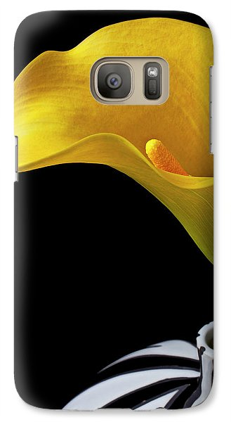 Lily Galaxy S7 Case - Yellow Calla Lily In Black And White Vase by Garry Gay