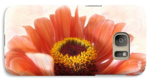 Galaxy Case featuring the photograph Zinnia Bright by Louise Kumpf