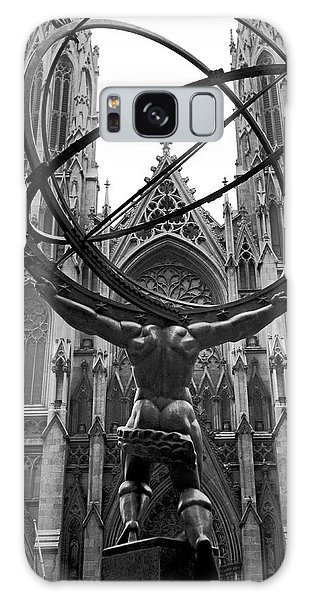 Place Of Worship Galaxy Case - Atlas In Rockefeller Center by Underwood Archives
