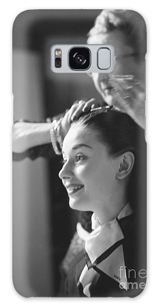 Audrey Hepburn Preparing For A Scene In Roman Holiday Galaxy Case
