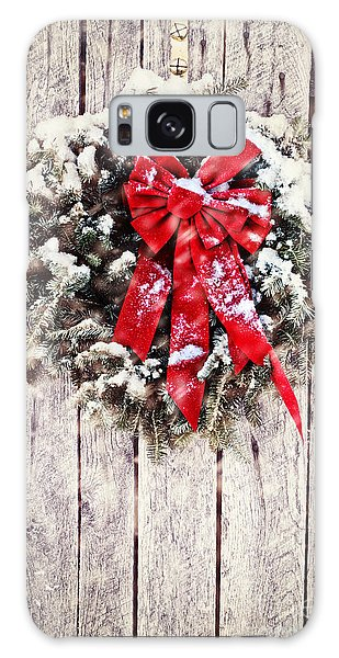 Christmas Wreath On Barn Door Galaxy Case