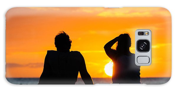 Couple Watching The Sunset On A Beach In Maui Hawaii Usa Galaxy Case