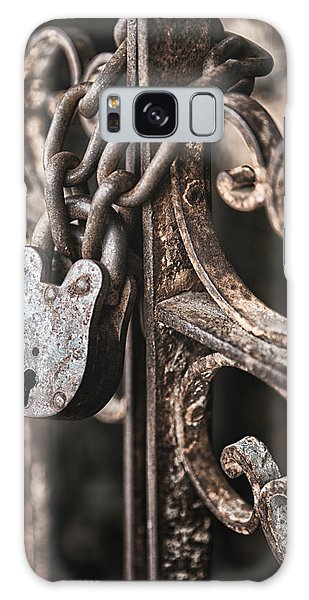 Rusty Chain Galaxy Case - Keyless by Caitlyn  Grasso