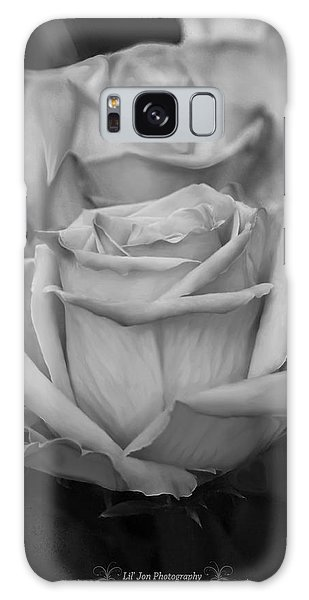 Tea Roses In Black And White Galaxy Case