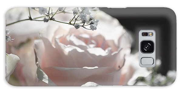 Almost White Roses Galaxy Case