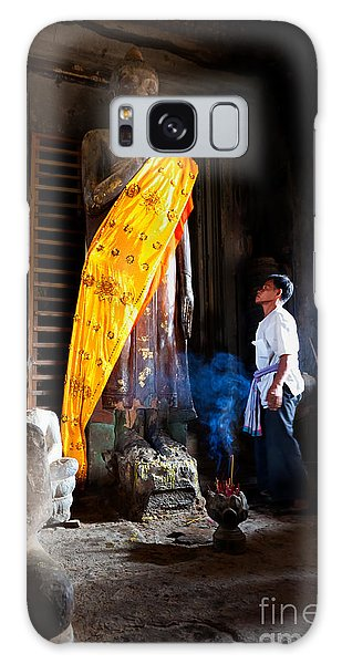 Angkor Wat Devotee Lights Incense In Buddha Temple Galaxy Case