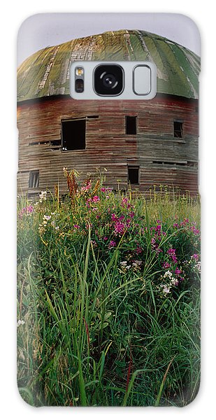 Arcadia Round Barn And Wildflowers Galaxy Case