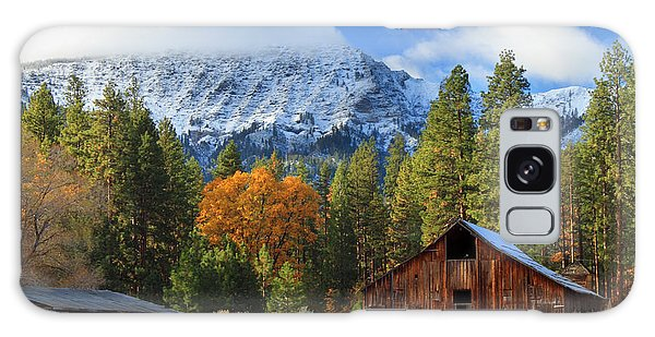 Autumn Barn At Thompson Peak Galaxy Case