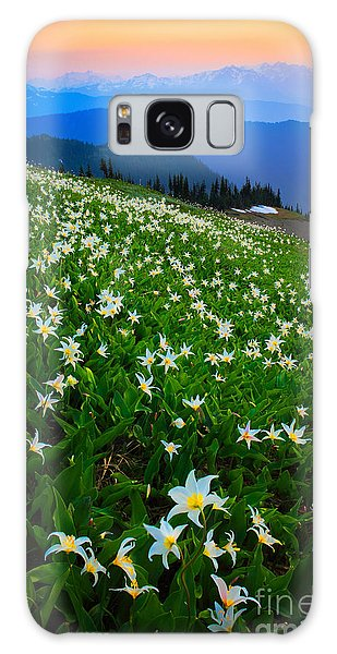 Expanse Galaxy Case - Avalanche Lily Field by Inge Johnsson