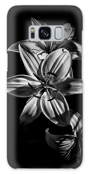 Backyard Flowers In Black And White 9 Galaxy Case