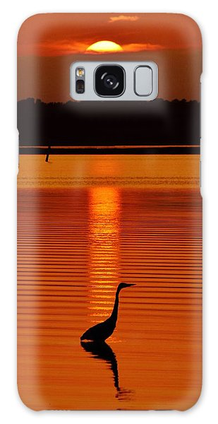 Bayside Ripples - A Heron Takes An Evening Stroll As The Sun Sets Behind The Clouds On The Bay Galaxy Case