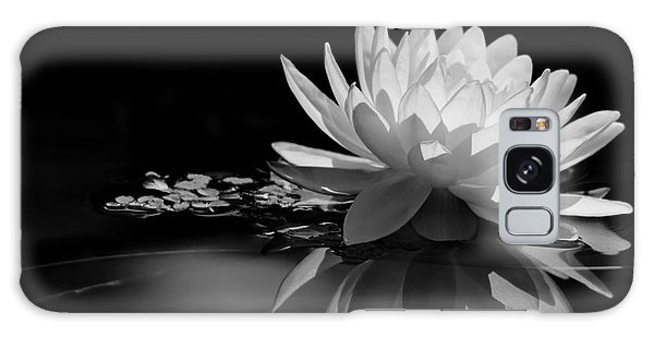 Beautiful Water Lily Reflections Galaxy Case