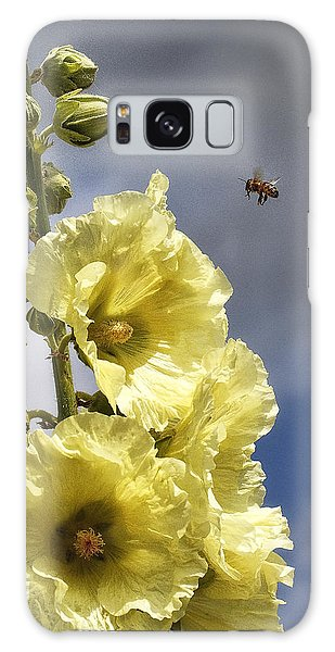 Bee Approaching Galaxy Case