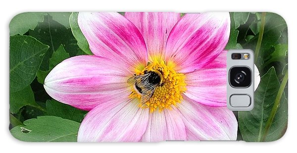 Bee Enjoying Flower Galaxy Case