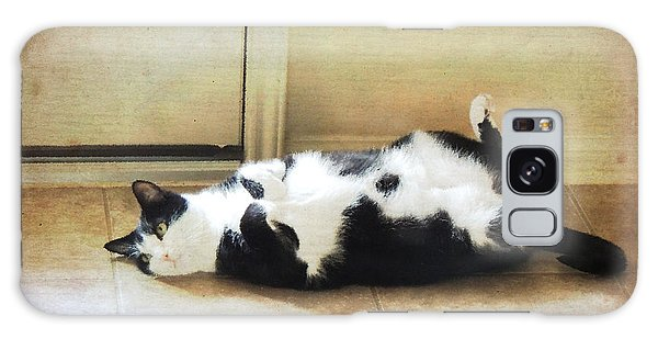 Black And White Cat Reclining Galaxy Case