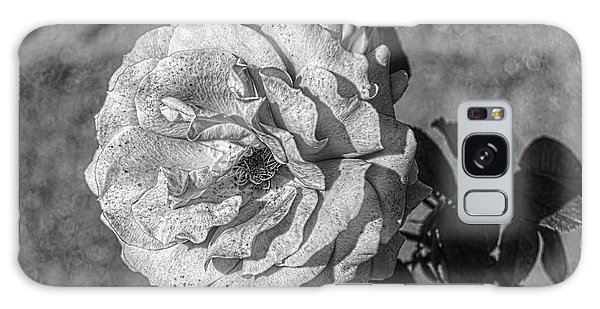 Black And White Flower #2 Galaxy Case