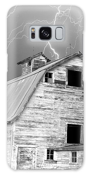 Black And White Old Barn Lightning Strikes Galaxy Case