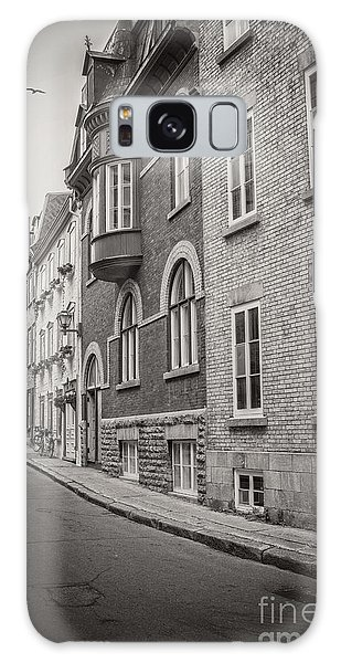 Quebec City Galaxy Case - Black And White Old Style Photo Of Old Quebec City by Edward Fielding