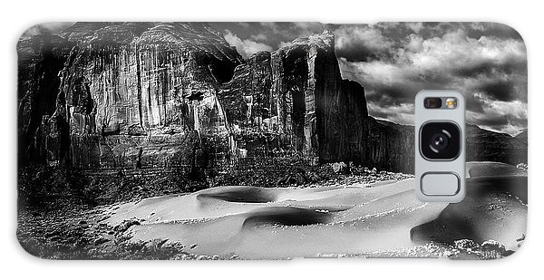 Black And White Sands At Monument Valley Galaxy Case