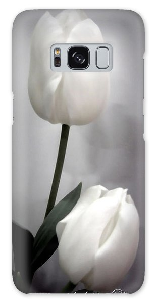 Black And White Tulips  Galaxy Case