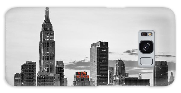 Black And White Version Of The New York City Skyline With Empire Galaxy Case