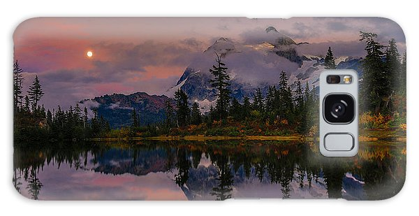 Bloodmoon Rise Over Picture Lake Galaxy Case