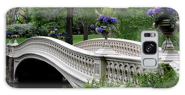 Banister Galaxy Case - Bow Bridge Flower Pots - Central Park N Y C by Christiane Schulze Art And Photography