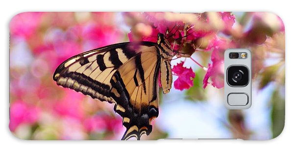 Butterfly On The Crepe Myrtle. Galaxy Case
