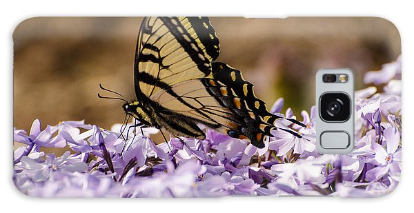 Butterfy On Flowers Galaxy Case