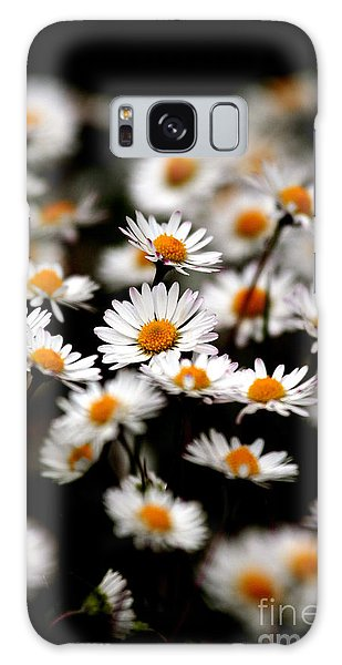 Carpet Of Daisies Galaxy Case