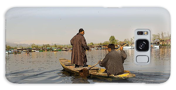 Cartoon - Kashmiri Men Plying A Wooden Boat In The Dal Lake In Srinagar Galaxy Case