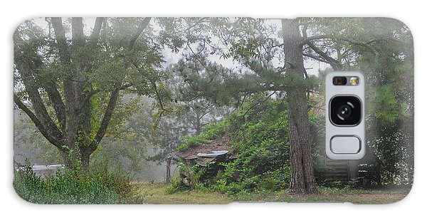 Century-old Shed In The Fog - South Carolina Galaxy Case by David Perry Lawrence