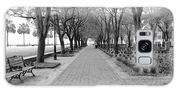 Charleston Waterfront Park Walkway - Black And White Galaxy Case