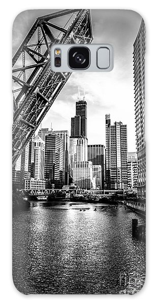 City Scenes Galaxy S8 Case - Chicago Kinzie Street Bridge Black And White Picture by Paul Velgos