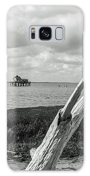 Chincoteague Oystershack Bw Vertical Galaxy Case