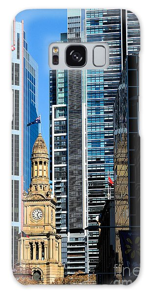 Contrasting Architectures - Old And Modern Galaxy Case