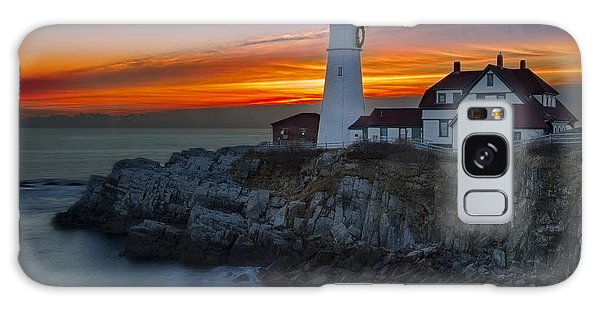 Galaxy Case featuring the photograph Dawn At Portalnd Head Light by Susan Candelario